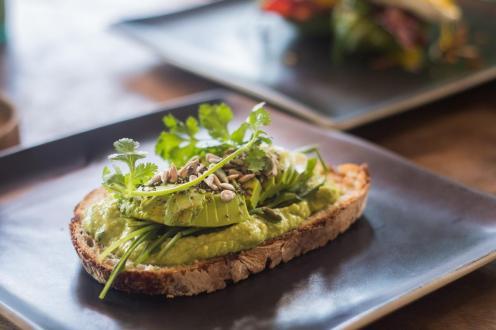 Avokado toast v Avocado Warungu (Kje jesti v Ubudu)
