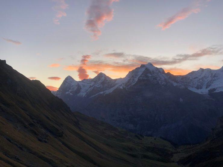 Eiger, Mönch und Jungfrau im Abendrot von Mürren aus fotografiert
