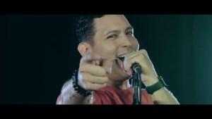 """Carlos Alberto. Video Oficial """"Vale la Pena"""""""