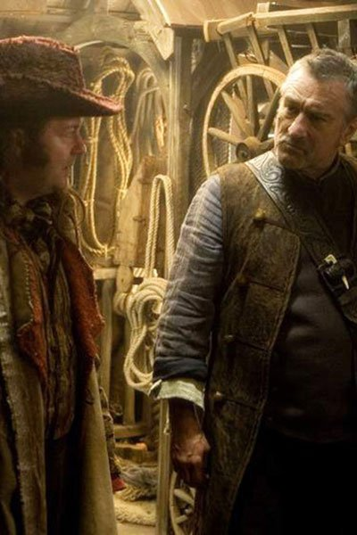 Ricky Gervais and Robert De Niro as Ferdy the Fence and Captain Shakespeare