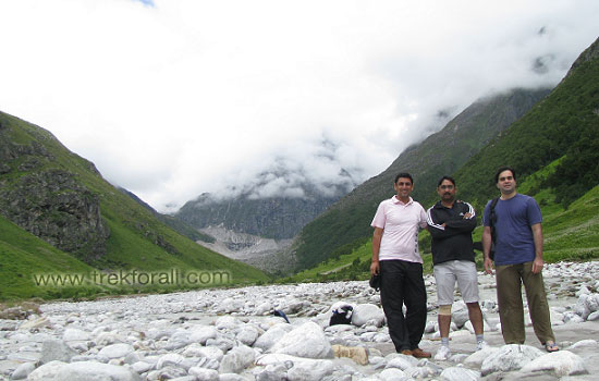 Our group at Pushpawati River bed just before starting our trek back to Ghangaria