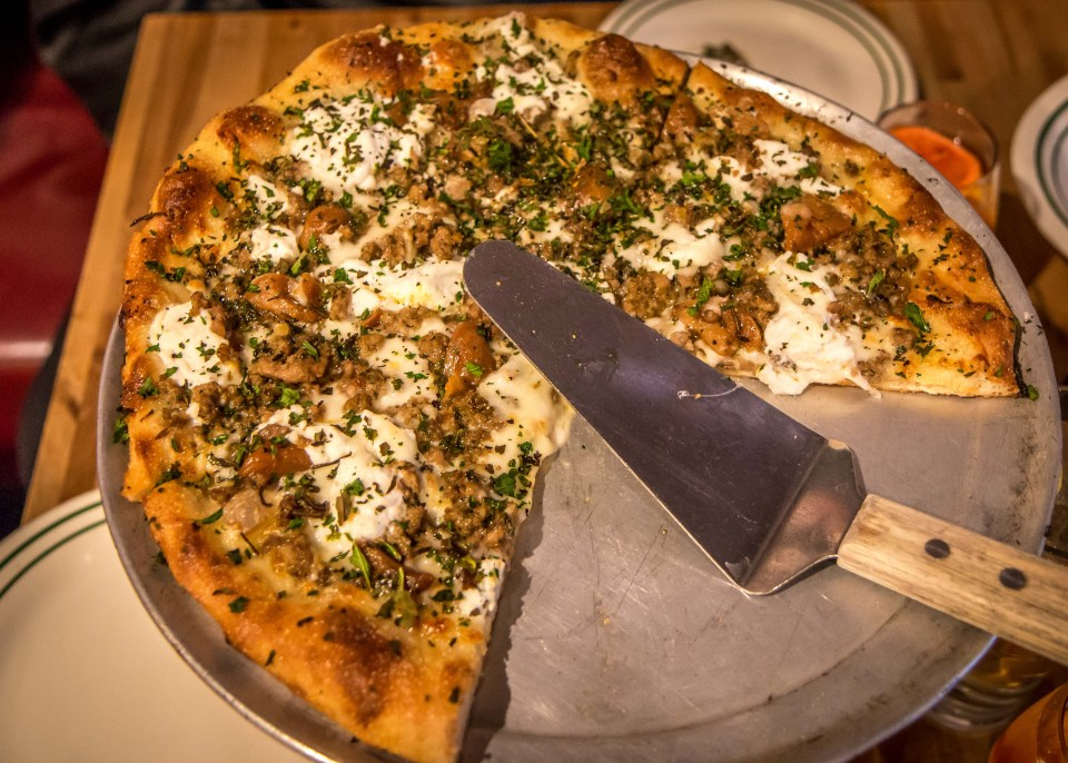 Bianco Pizza at Masseria Kitchen & Bar in Blue Ridge, GA