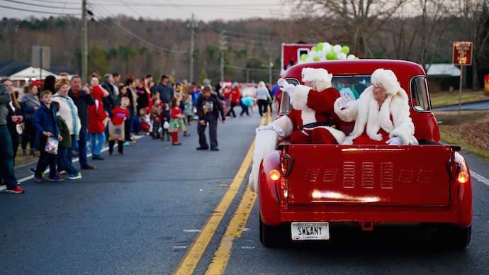 Santa & Mrs Clause arrive for Christmas in Dawsonville GA