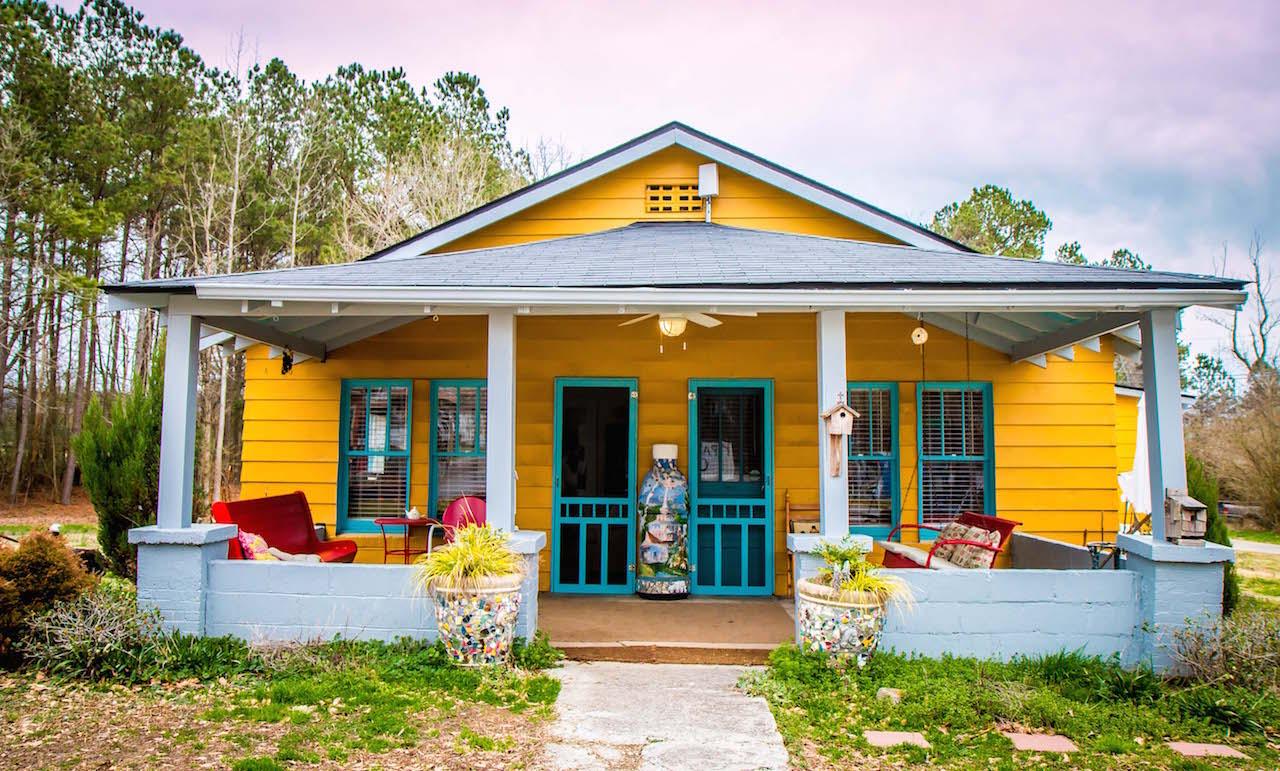Exterior of Howard Finster Paradise Garden Cottages