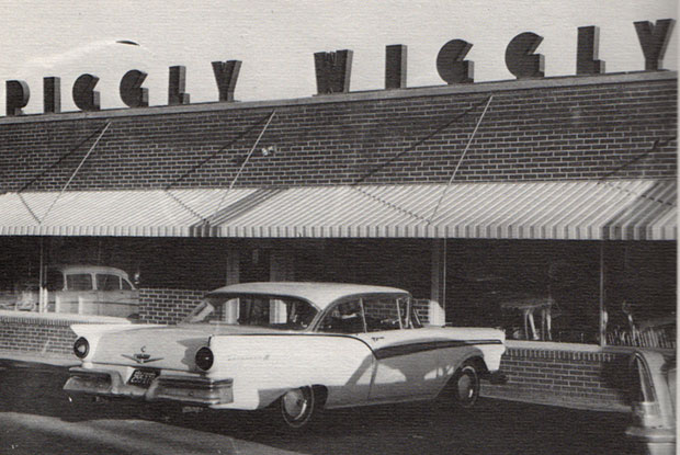 Floyd's Piggly Wiggly in 1965. The '57 Ford in the photo belonged to then FCHS Senior Doug Thompson.