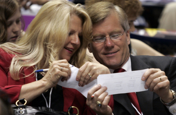 Republican gubernatorial candidate Bob McDonnell and his wife Maureen (AP Photo/Steve Helber)