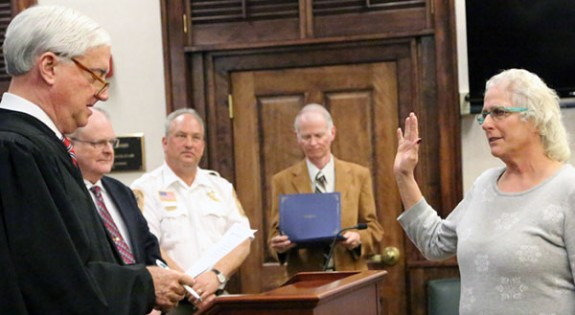 Floyd County Circuit Judge Marc Long swears in new Little River Supervisor Linda DeVito Kuchenbuch.