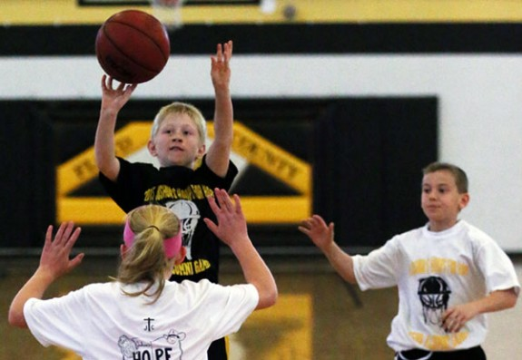 Younger alumni take to the court in Joshua's Hoops for Hope.