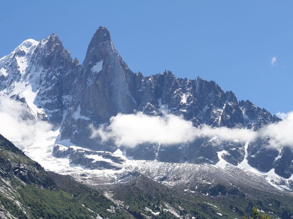 healthy food yoga retreat chamonix mont blanc alps vegan vegetarian hiking retreats spa hot tub the dru