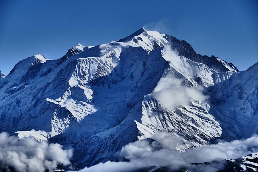 Yoga hiking retreat french alps autumn chamonix mont blanc relaxation spa
