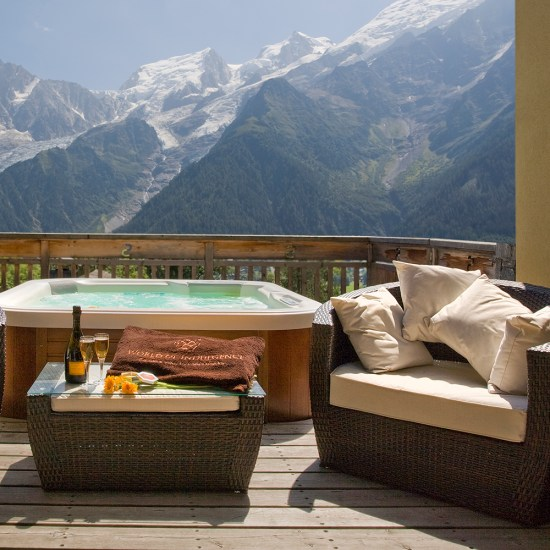 Luxury, Europe, Yoga, Retreat, Chamonix, Mont Blanc, France, Luxury, Chalet, spa, hot tub, hiking, meditation, alps, wellness, mountain, travel, mountains, retreats, holistic, holiday, hike, walking, hikes, wellbeing, mindfulness, retreats