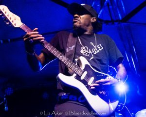 Never Middle of The Road Eric Gales Plays Robin 2