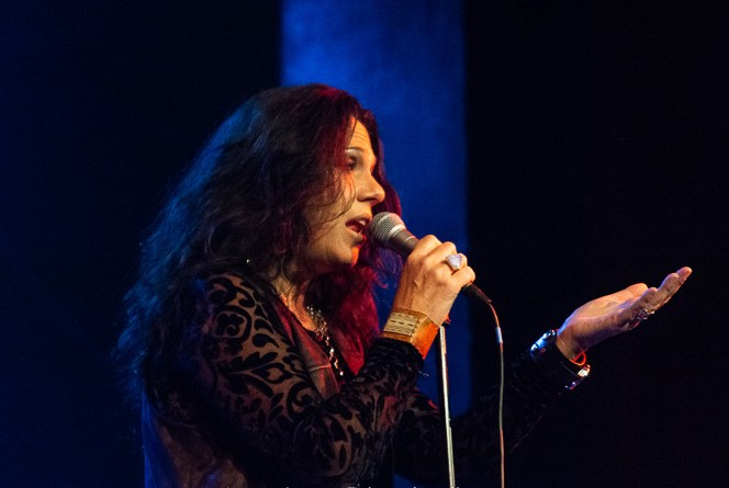 Sari Schorr Never says Never as The Show goes on