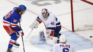 Photo of Rangers score six straight in big time win over Islanders