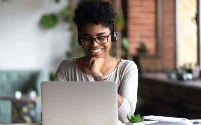 20 tips to look presentable in a video call or meeting