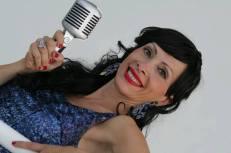 Lara Canta Swing