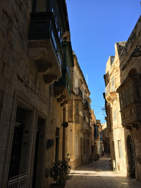 Vittoriosa backstreets, Malta, Blue Sky and Wine