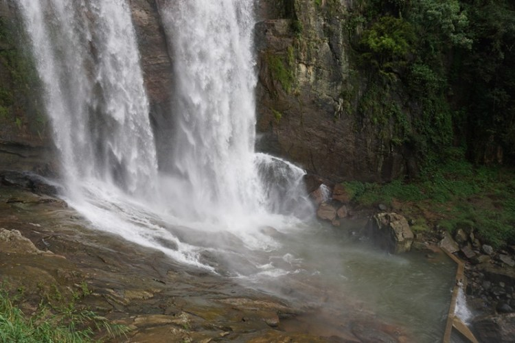 Nuwara Eliya tuk tuk half day tour stopped by waterfall, Blue Sky and Wine