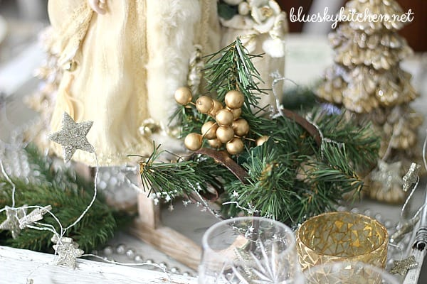 Silver and Gold Tablescape Shines for the Holidays. I'm sharing a beautiful color scheme for a Christmas table setting with Santas, sparkle, and stars.