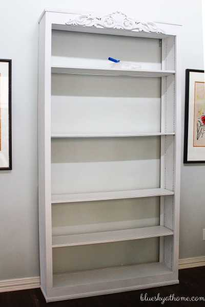 How to Give New Life to a Bookcase with Paint
