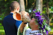 Conch shell announces the bride