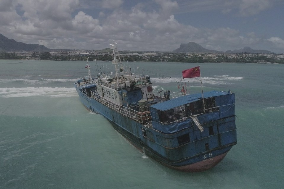 The Lurong Yuan Yu ran aground on a reef on the northwest of Mauritius - - / ©AFP