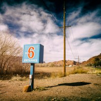 Motel 6 Entrance | Blurbomat.com