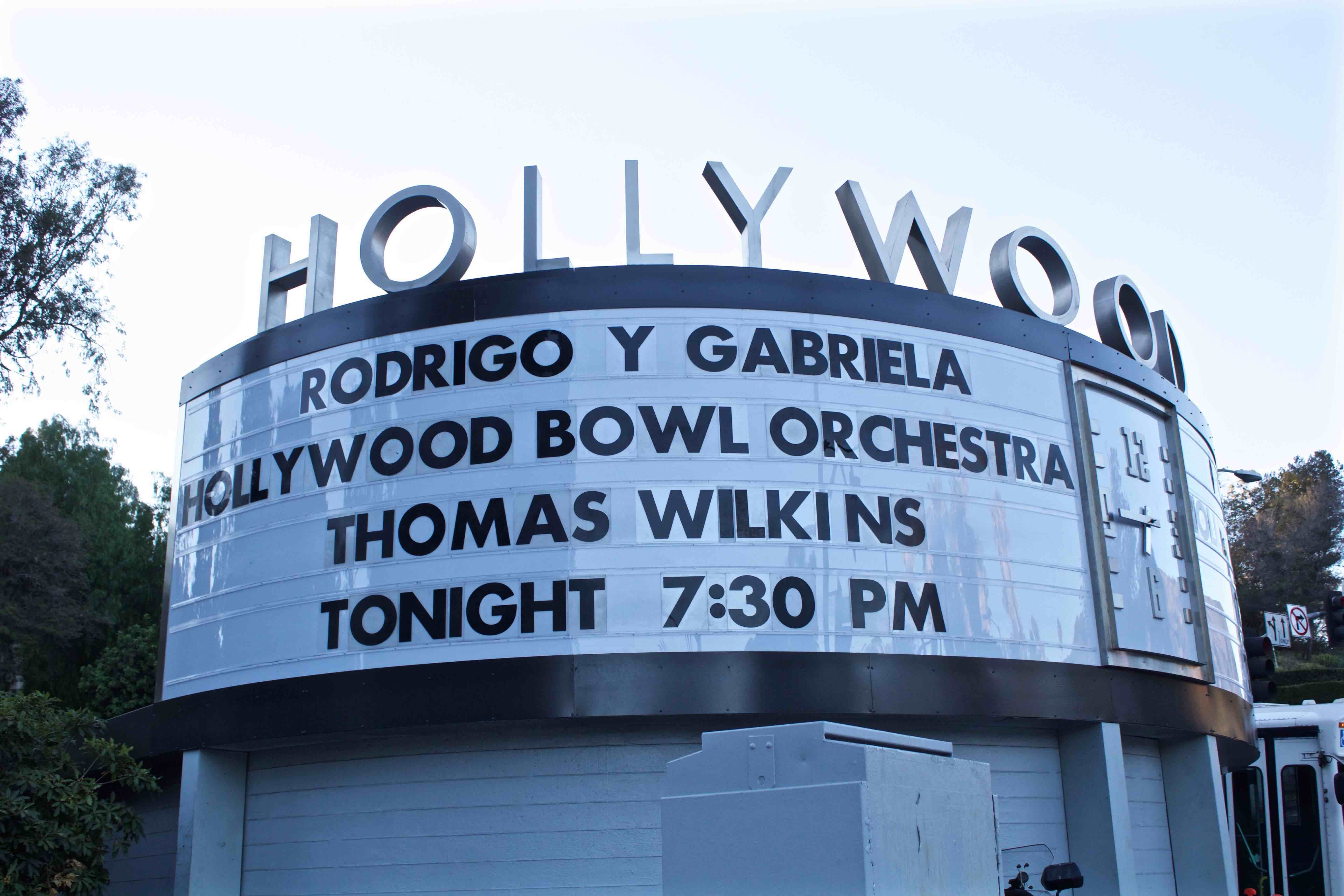 Rodrigo y gabriela shred the hollywood bowl with marty friedman rodrigo y gabriela at hollywood bowl 81416 photo by derrick k hexwebz Choice Image