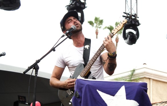 Shakey Graves at KAABOO 2016, September 18th. Photo by Derrick K. Lee, Esq. (@Methodman13) for www.BlurredCulture.com.