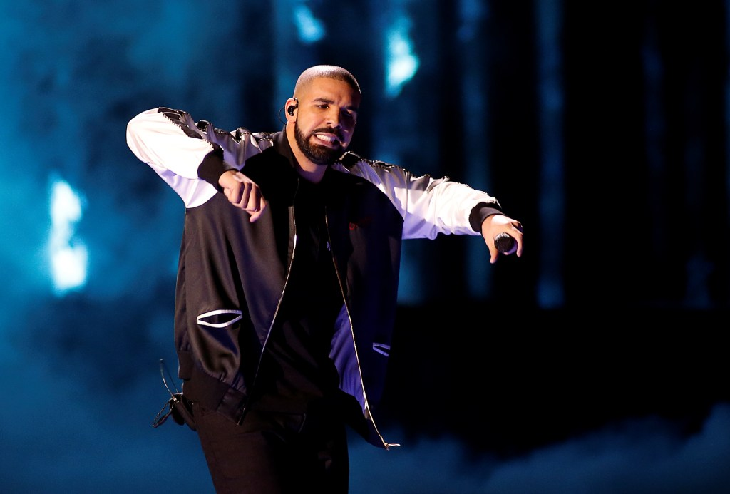 Drake performs during the iHeartRadio Music Festival at The T-Mobile Arena in Las Vegas, Nevada, U.S. September 23, 2016. REUTERS/Steve Marcus/File Photo - RTSRMLF