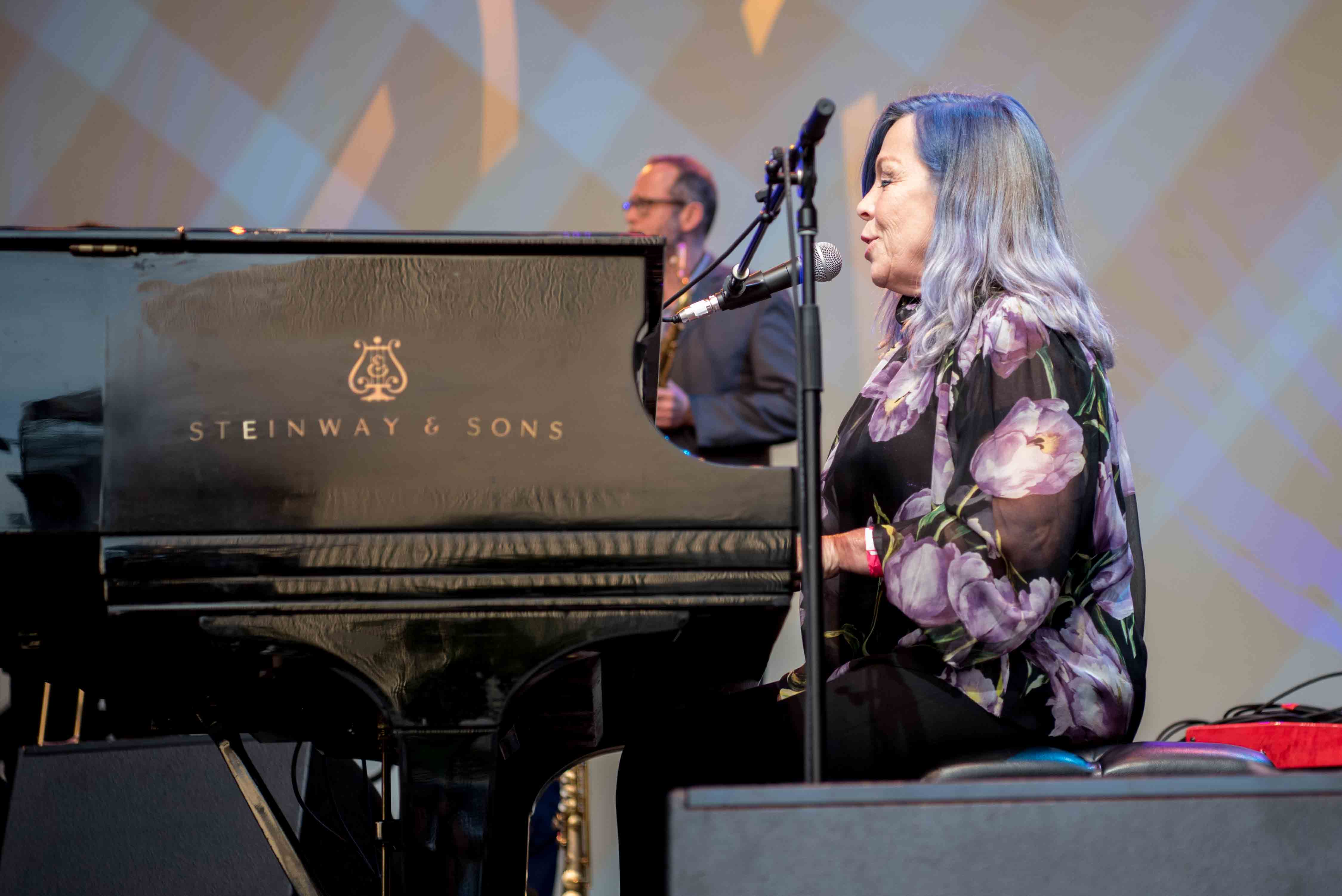"""Rickie Lee Jones at NPR's """"Turning The Tables"""" @ Damrosch Park 7/26/17. Photo by Vivian Wang (@Lithophyte) for www.BlurredCulture.com."""