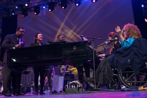 """Roberta Flack at NPR's """"Turning The Tables"""" @ Damrosch Park 7/26/17. Photo by Vivian Wang (@Lithophyte) for www.BlurredCulture.com."""
