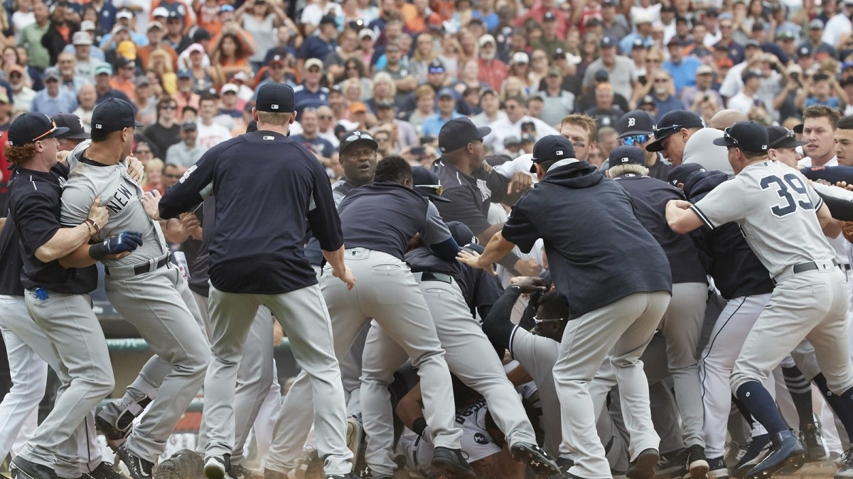 Miguel Cabrera, Austin Romine fight in Yankees-Tigers brawl