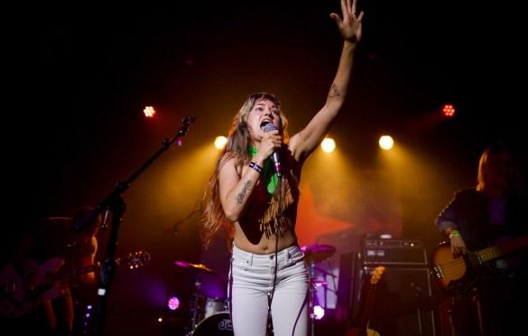Lauren Ruth Ward at The Echo for Echo Park Rising 8/19/17. Photo by Derrick K. Lee, Esq. (@Methodman13) for www.BlurredCulture.com.