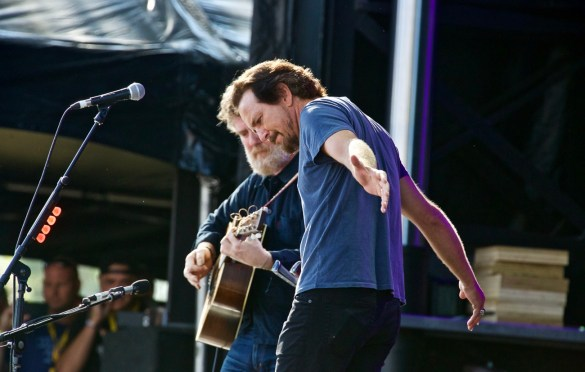 Glen Hansard & Eddie Vedder @ The Ohana Fest 9/9/17. Photo by Derrick K. Lee, Esq. (@Methodman13) for www.BlurredCulture.com.