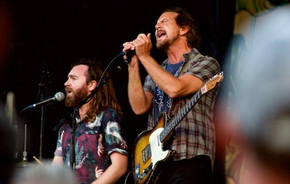 Eddie Vedder w/ Liam Finn @ The Ohana Fest 9/9/17. Photo by Derrick K. Lee, Esq. (@Methodman13) for www.BlurredCulture.com.