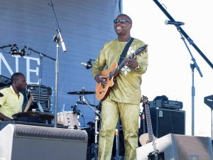 Vieux Farka Touré at Santa Barbara Polo & Wine Fesival 10/7/17. Photo by Sonya Singh (@Sonyacansingh) for www.BlurredCulture.com.