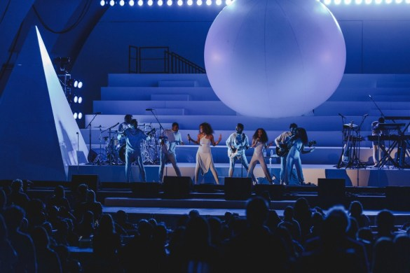 Solange at The Hollywood Bowl 9/24/17. Photo by Miranda McDonald (@MirandaMcDonald). Used with permission.