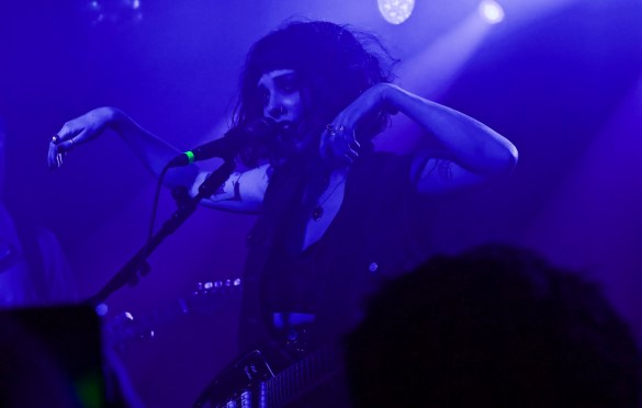PALE WAVES @ The Moroccan Lounge 12/2/17. Photo by Emilie Svensson (@emsven13) for www.BlurredCulture.com.