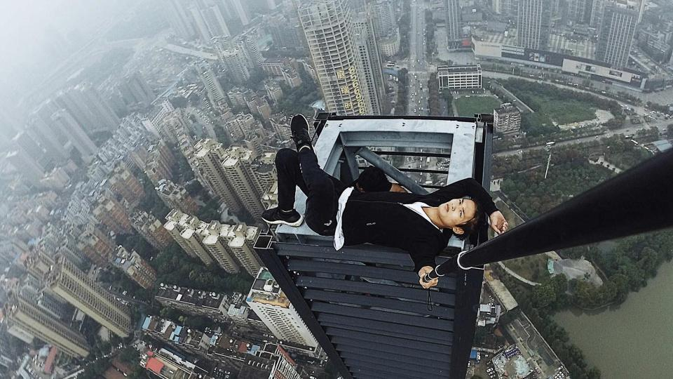 Wu Yongning Chinese Superman Dies falling from a building