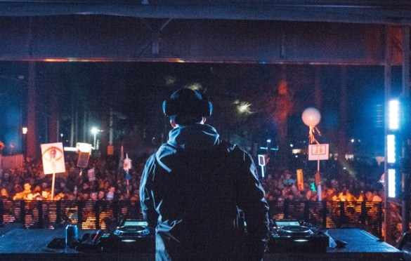Justin Martin @ SnowGlobe 2017. Photo by Ghanee Ludin (@GhaneePhoto) for www.BlurredCulture.com.