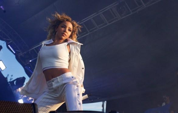 Tinashe @ Air + Style 3/4/18. Photo by Derrick K. Lee, Esq. (@Methodman13) for www.BlurredCulture.com.