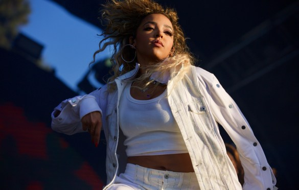 Tinashe @ Air + Style 3/4/18. Photo by Derrick K. Lee, Esq. (@Methodman13) for www.BlurredCulture.com.