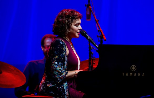 Norah Jones @ The Ohana Fest 9/28/18. Photo by Derrick K. Lee, Esq. (@Methodman13) for www.BlurredCulture.com.