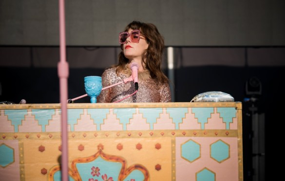 Jenny Lewis at Forest Hills Tennis Stadium 6/15/19. Photo by Vivian Wang (@Lithophyte) for www.BlurredCulture.com.