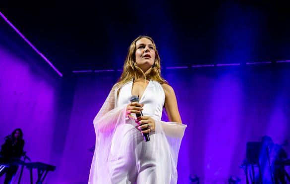Maggie Rogers @ Greek Theatre 9/19/19. Photo by Derrick K. Lee, Esq. (@Methodman13) for www.BlurredCulture.com.