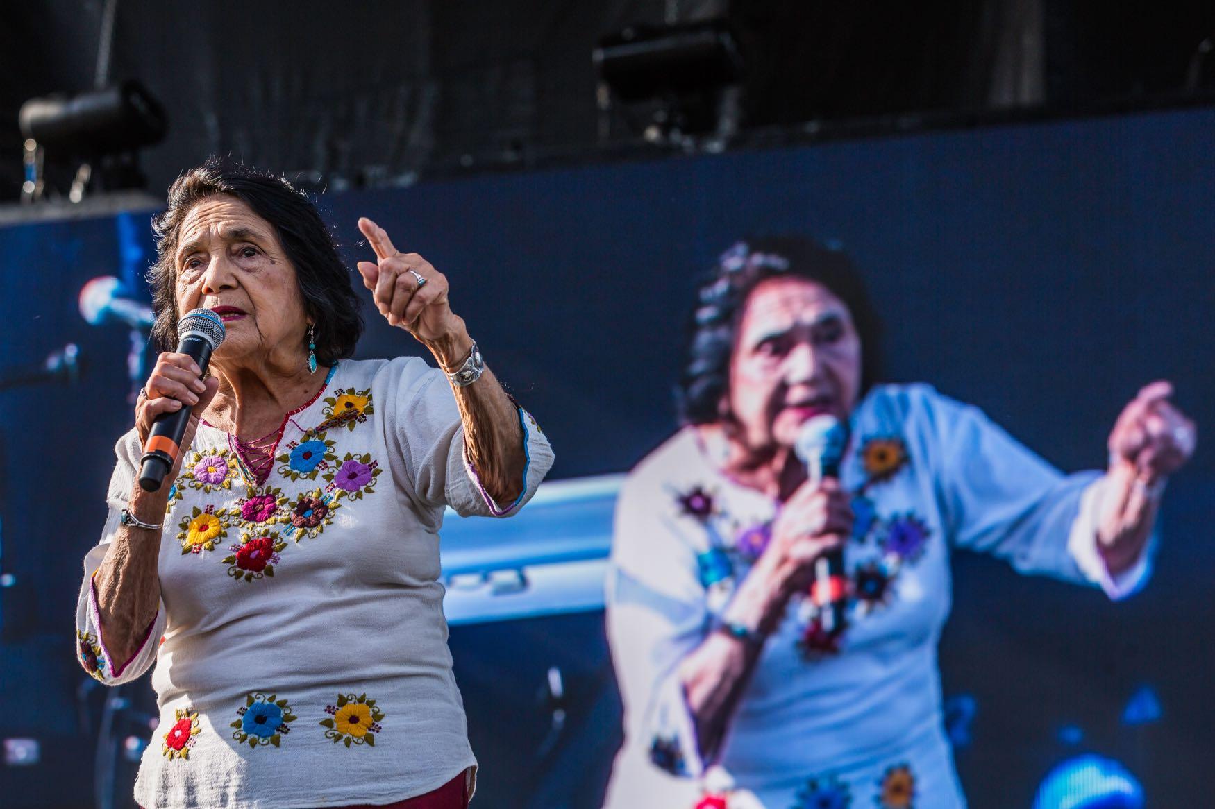 Dolores Huerta, YOLA DÍA (Atmosphere) @ L.A. Historic Park 8/18/19. Photo by Derrick K. Lee, Esq. (@Methodman13) for www.BlurredCulture.com.