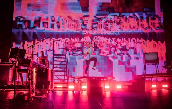 Bastille @ Madison Square Garden's Hulu Theater  9/24/19. Photo by Vivian Wang (@Lithophyte) for www.BlurredCulture.com.