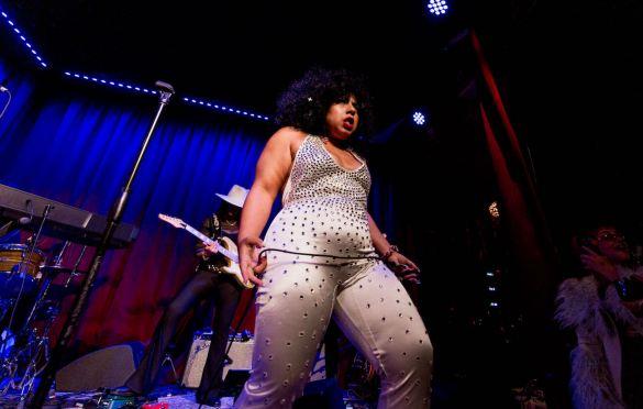 Jen Awad @ Hotel Cafe 7/16/21. Photo by Derrick K. Lee, Esq. (@Methodman13) for www.BlurredCulture.com.