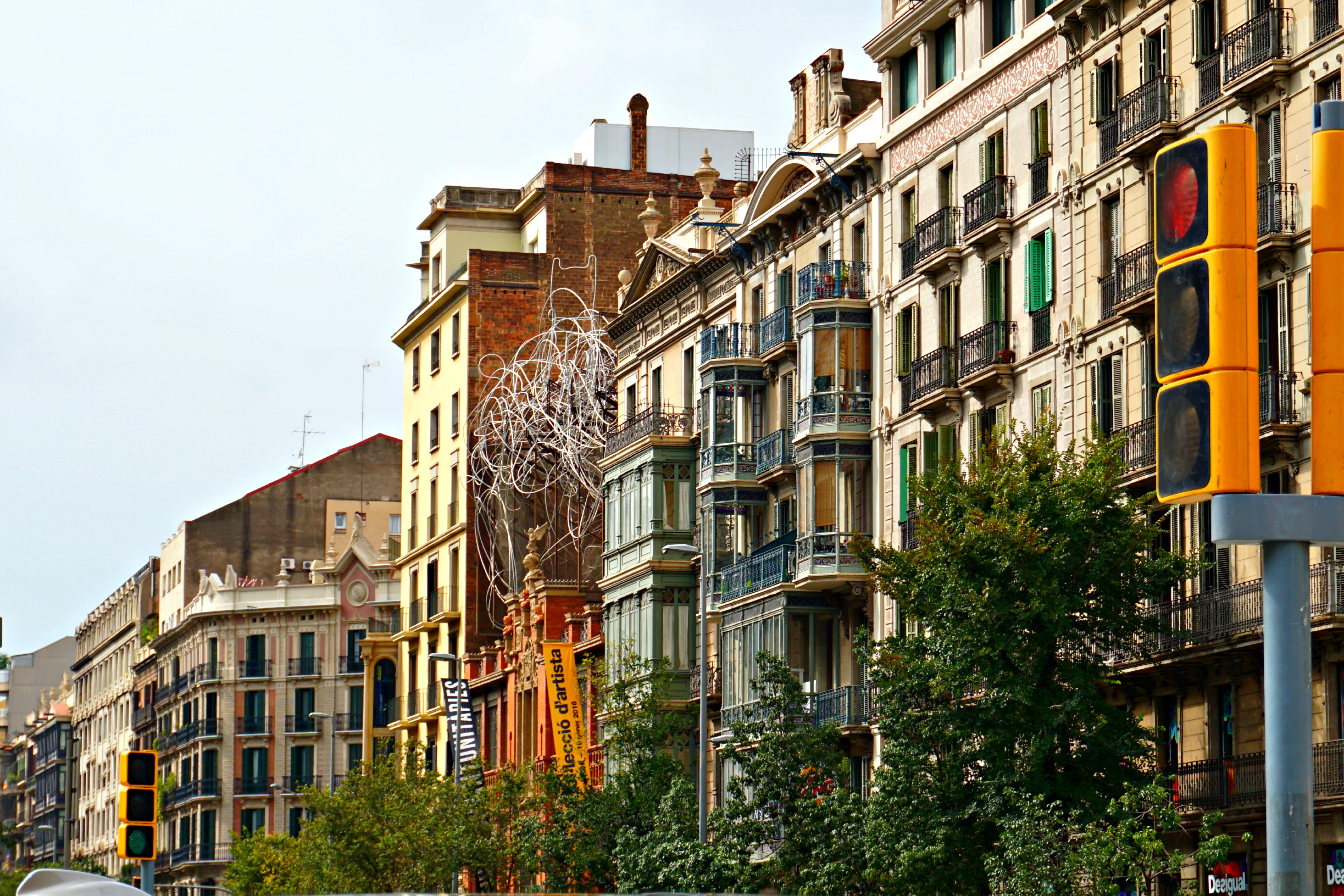 Traveling to Barcelona, Spain for the Day - Blushing in ...